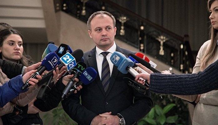 В Молдавии глава парламента подписал указы о назначении двух министров