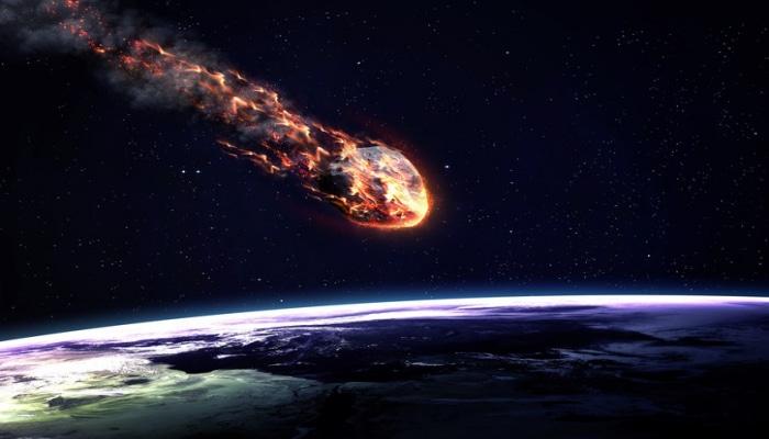 Приближающаяся к Земле комета начала распадаться