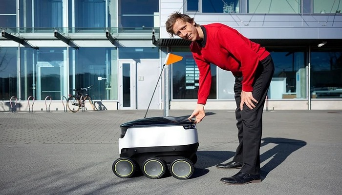 9 автономных роботов-доставщиков, готовых выйти на работу