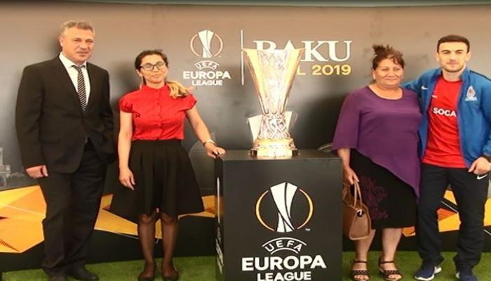Кубок Лиги Европы УЕФА продемонстрирован в Джоджуг Марджанлы