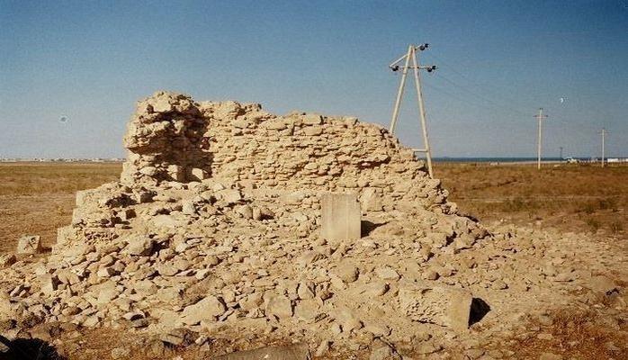 В Баку частная фирма снесла исторический памятник: в дело вмешались госструктуры