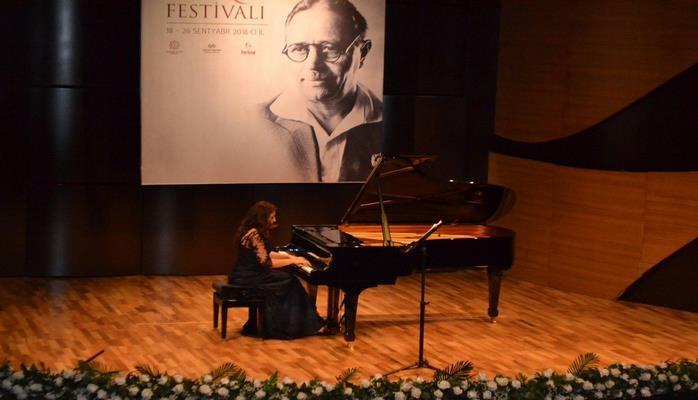 Восторг и аплодисменты: концерт Азера Демирова и Зульфии Садыговой