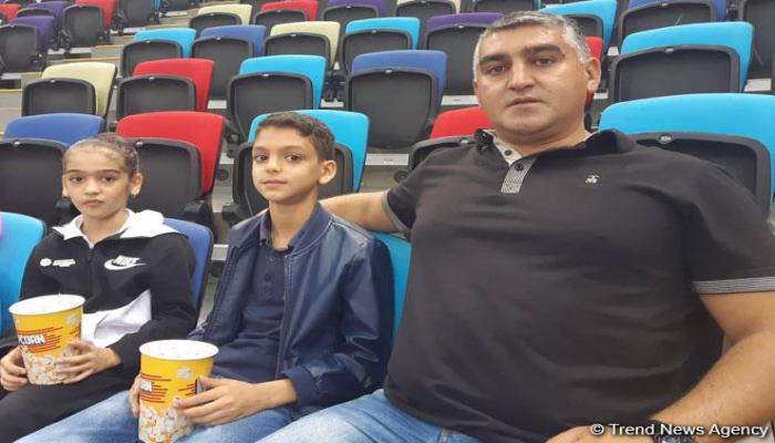 Болеем за команду Азербайджана – зритель Чемпионата мира по художественной гимнастике в Баку