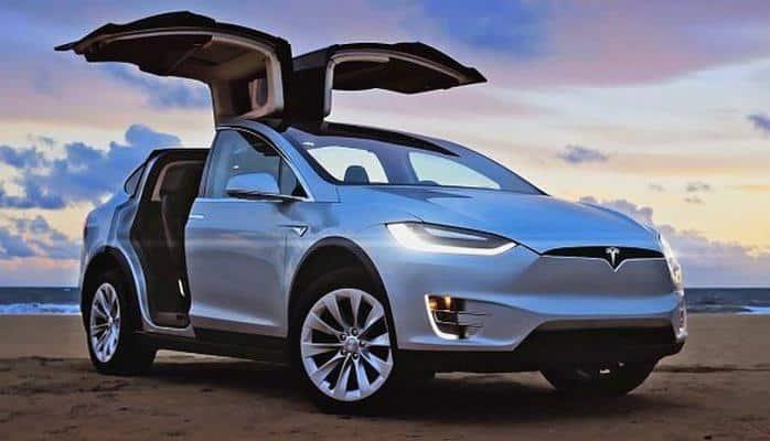 Tesla direksiyonsuz araba fotoğrafını yayınladı!