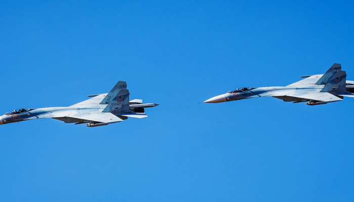 27 летательных аппаратов провели разведку у границ России