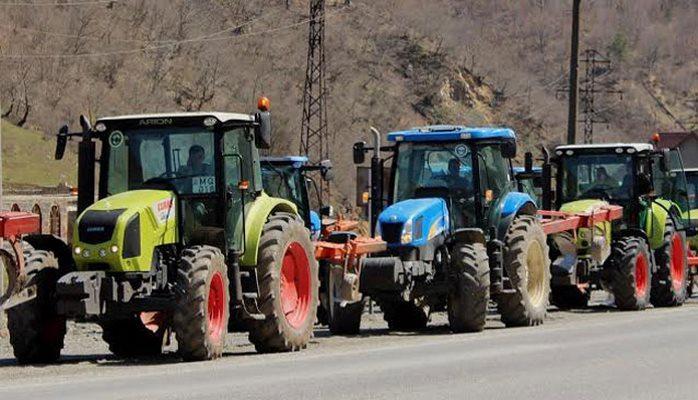 Traktorçulara yeni sürücü vəsiqələri veriləcək