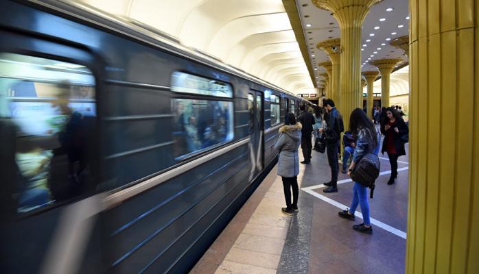 Bakı metrosunda qatarlar yenə gecikdi