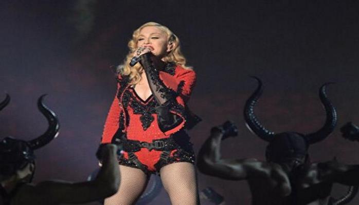 На Мадонну подали в суд за задержку концерта