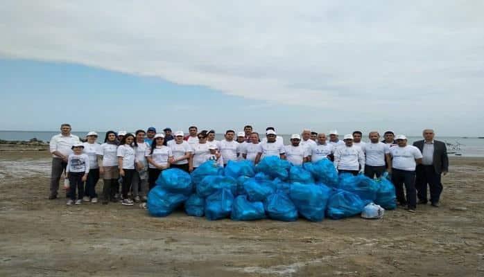 Прибрежная полоса Каспийского моря очищена от твердых бытовых отходов
