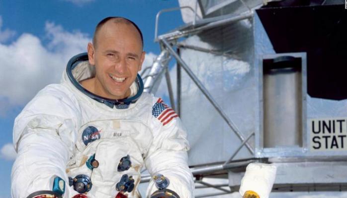 Умер астронавт НАСА Алан Бин, ставший четвертым человеком на Луне