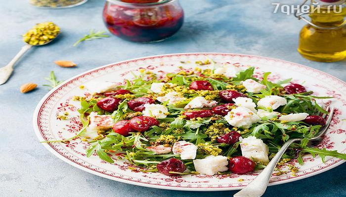 Рецепты от Дарьи Калмыковой: салат из черешни, мусака с соусом бешамель и мороженое пломбир
