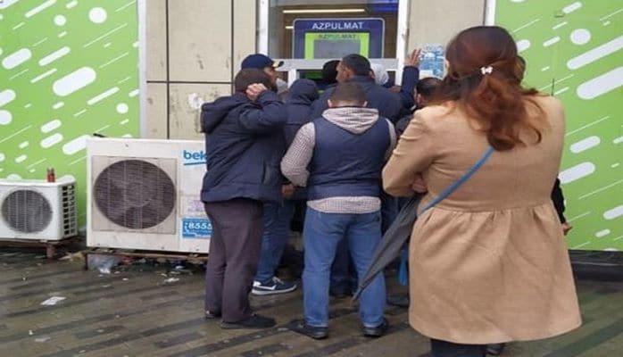 В Баку появились автоматы, раздающие деньги в долг