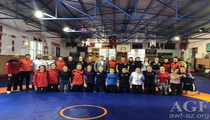 Женская сборная Азербайджана по борьбе ведет подготовку к чемпионату мира в Турции
