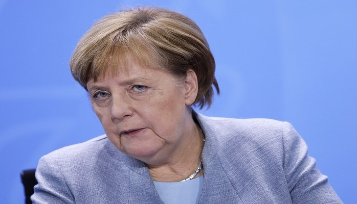 Angela Merkel siyasətdən gedəcəyi tarixi açıqlayıb
