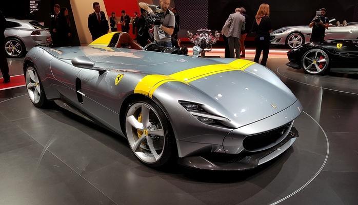 Ferrari в Париже — два невероятно крутых суперкара