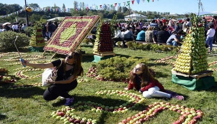 Почему в Азербайджан нужно приехать и осенью: 10 причин.