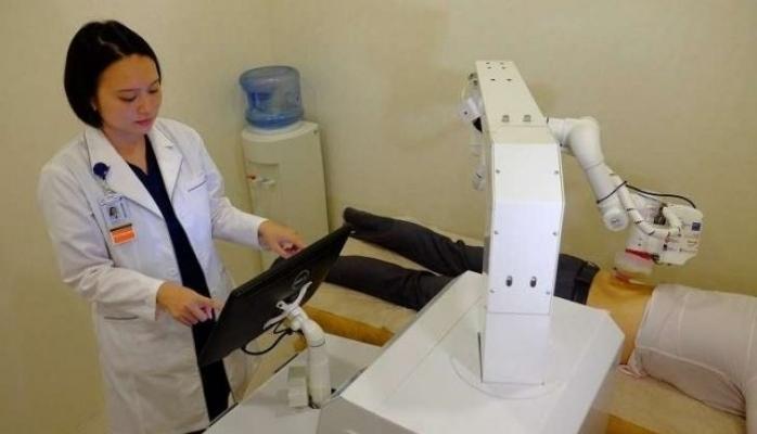 Robot masajçı Sinqapur klinikasında işə başlayıb