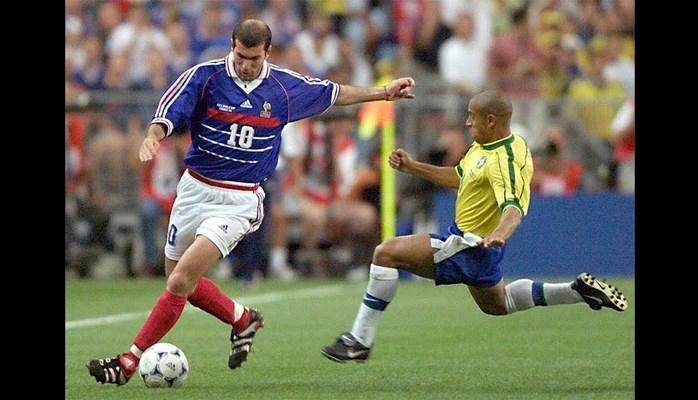 Футболку Зинедина Зидана выставили на торги в Париже