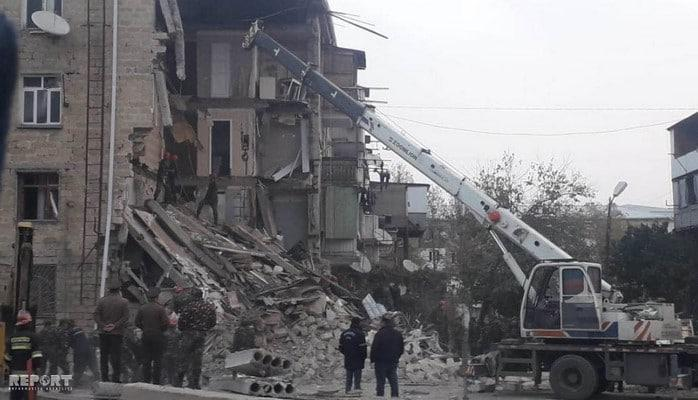 В Гяндже в жилом доме произошел взрыв, под завалами есть люди