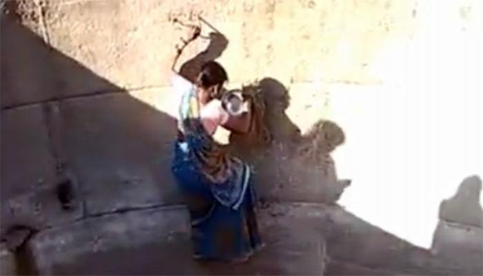 Hindistanda su üçün həyatını təhlükəyə atan qadınlar