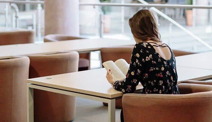 Чтение книг с детства дает несколько важных преимуществ - ученые