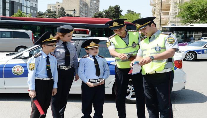 Paytaxtda uşaqlar yol hərəkəti qaydalarını pozan sürücüləri saxladı