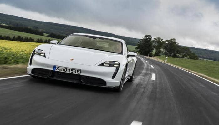 Илон Маск расстроился, что Билл Гейтс купил себе Porsche Taycan вместо Tesla