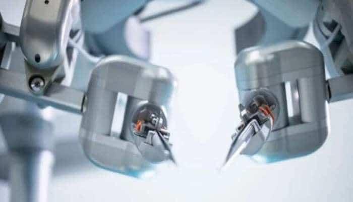 Alimlər damarları tikməyi bacaran robot yaradıb