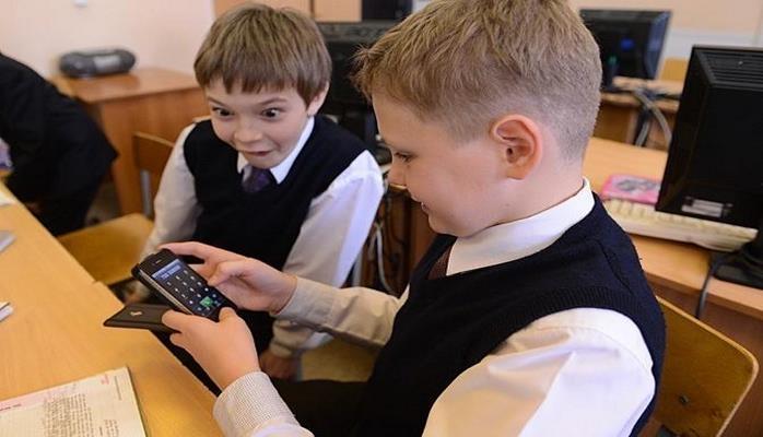 Минобразования о запрете мобильных телефонов в школах