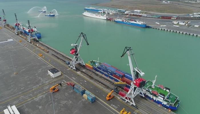 Азербайджан и Великобритания обсудят развитие грузоперевозок по Транскаспию