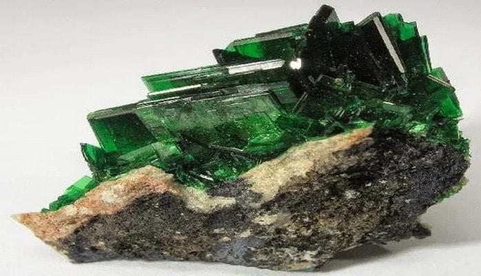 Радиоактивные минералы I