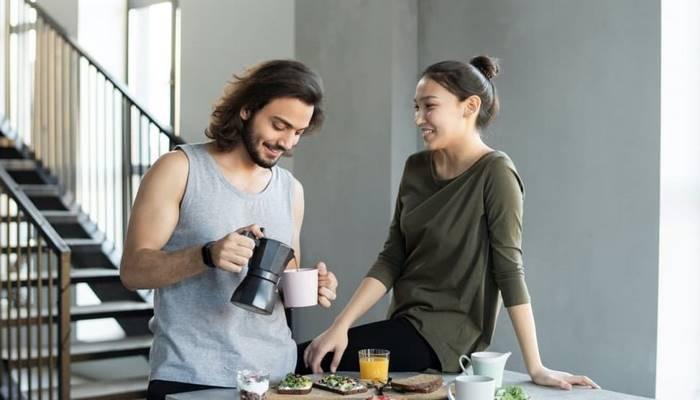 Ayakta yemek mi daha iyi oturarak yemek mi?