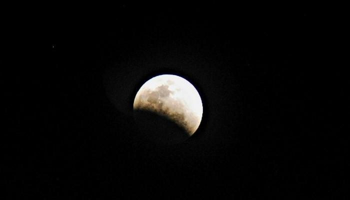 Ayın səthində su tapıldı