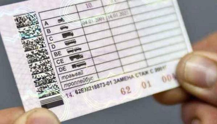 В Азербайджане начали выдавать международные водительские права
