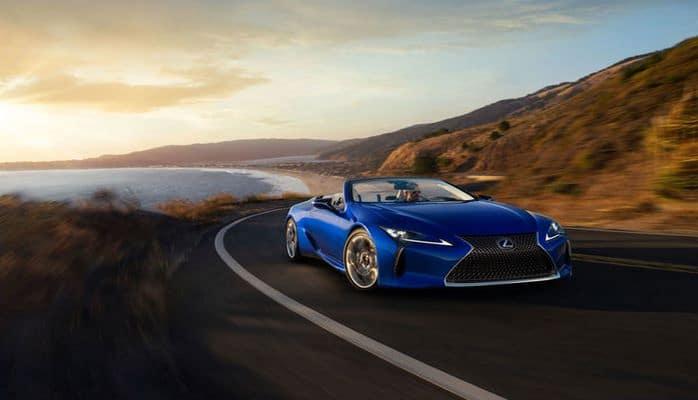 Lexus представил новый кабриолет с роскошным интерьером