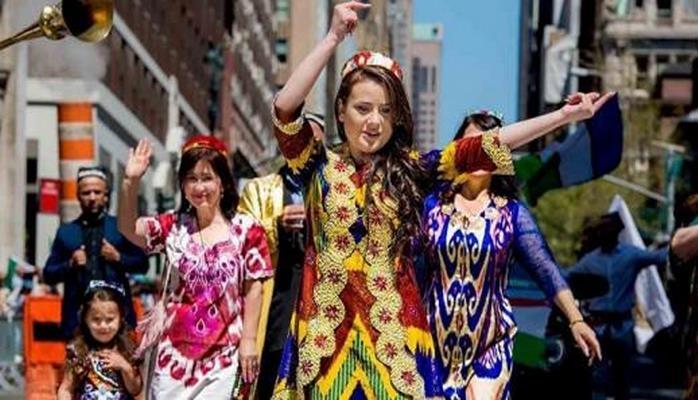 Минкультуры Таджикистана советует женщинам в одежде следовать национальным традициям, отказаться от хиджабов и мини-юбок
