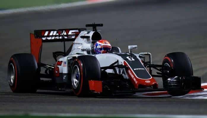 Штайнер предложил отказаться в Формуле 1 от синих флагов