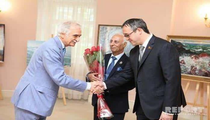 Dumada azərbaycanlı rəssamın sərgisi açıldı