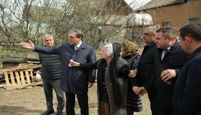 Niyazi Bayramov vətəndaşların müraciətlərinə baxıb