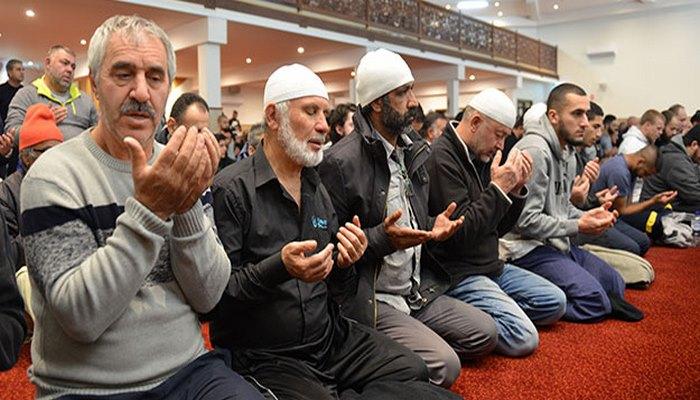 Müslümanlar camileri doldurdu! Avustralya'da ilk teravih namazı kılındı