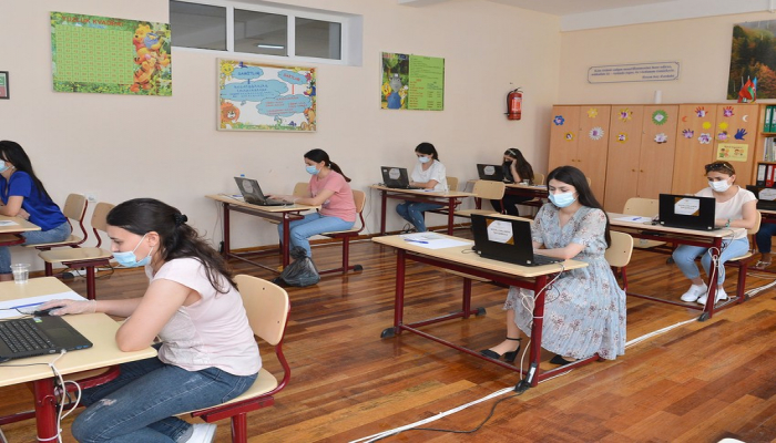 В Азербайджане продолжаются экзамены по приему на работу учителей