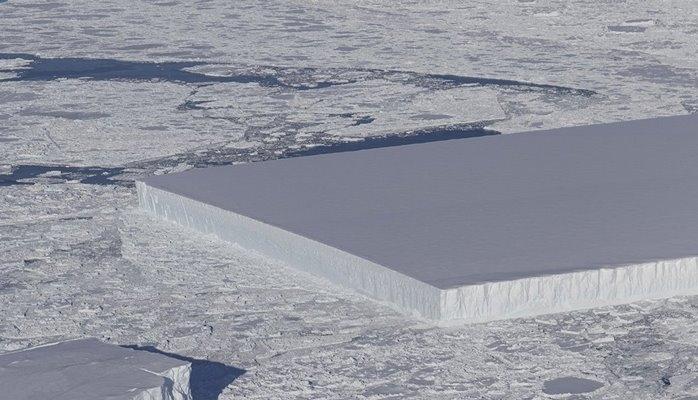 В Антарктиде ученые нашли айсберг правильной прямоугольной формы