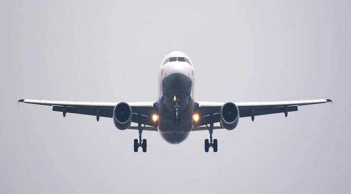 Студенты, эвакуированные из зоны землетрясения, были доставлены самолетом из Нахчывана в Баку