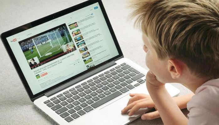 """""""Youtube"""" uşaqlara qadağa qoydu"""