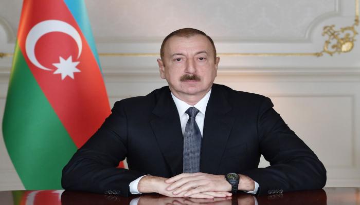 Президент Ильхам Алиев наградил работников гражданской авиации орденами и медалями