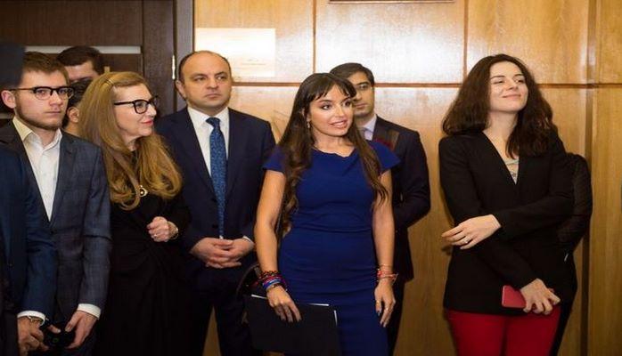 Leyla Əliyeva Moskvada Nəsiminin büstünün açılışında