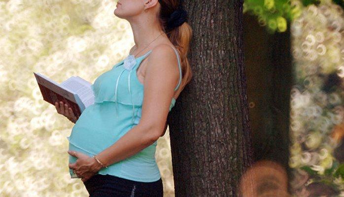Ученые выяснили, зачем дети шевелятся в утробе матери