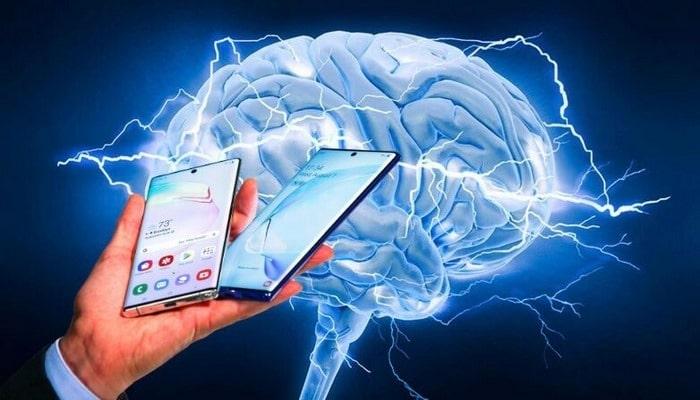 Ученые подтвердили влияние смартфона на состояние мозга