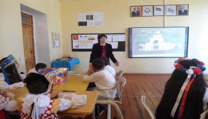 В бакинской школе прошел открытый урок, посвященный 910-летию города Владимира