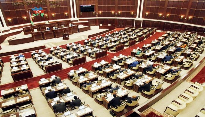 На сегодняшнем заседании Милли Меджлиса рассмотрят отчет правительства